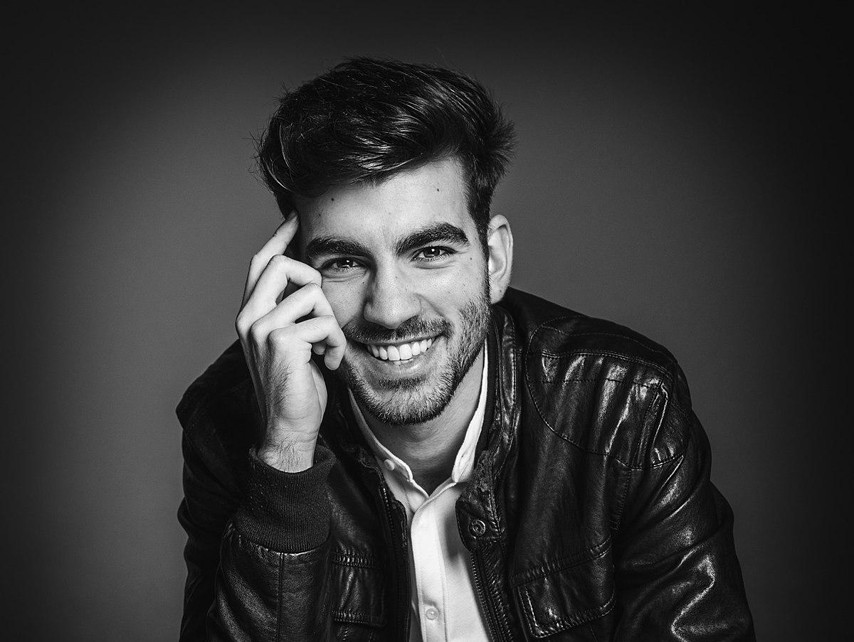 Alejandro Bejarano, cantante y compositor