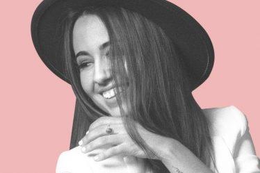 Andrea Borrás, cantautora