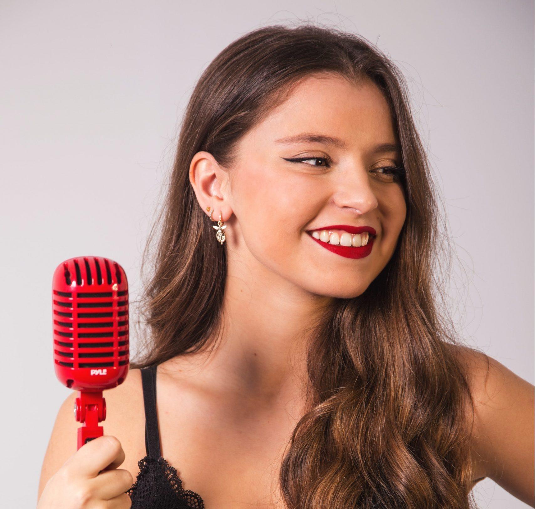 Almudena Ruiz, cantante